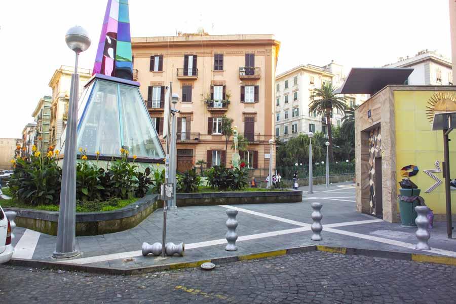 http://www.vienianapoli.com/2017/03/visita-guidata-da-materdei-alla-sanita.html